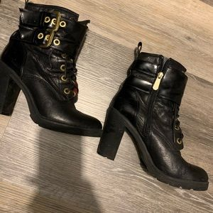 Guess combat boots with heel and buckles.
